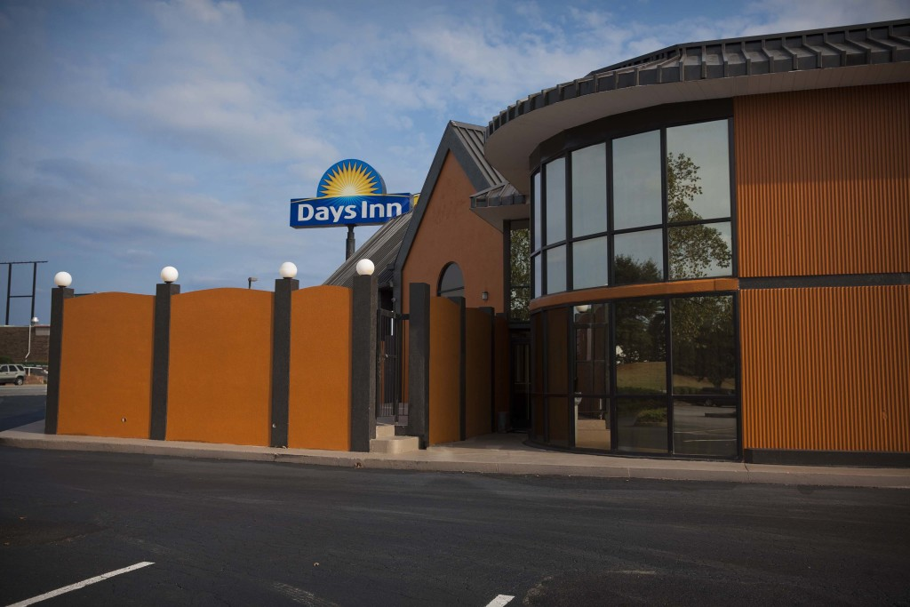 Days Inn Duncan - Building & Sign