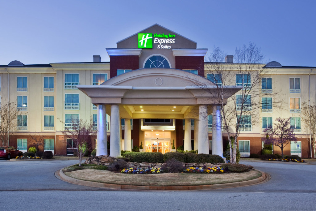 Holiday Inn Express and Suites I-26 and US 29 Westgate Exterior